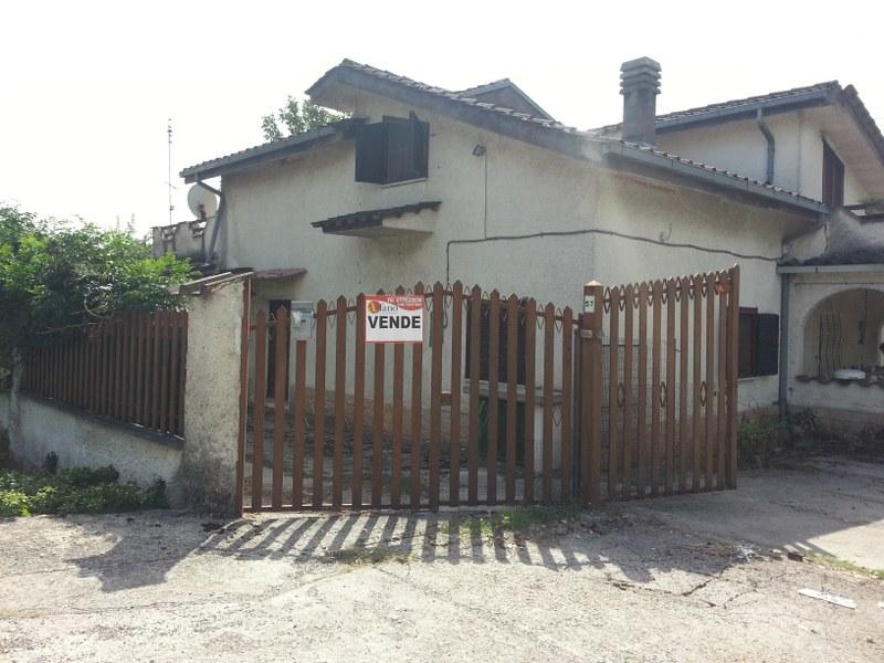 Soluzione Indipendente in vendita a Roccasecca, 10 locali, prezzo € 250.000 | Cambio Casa.it