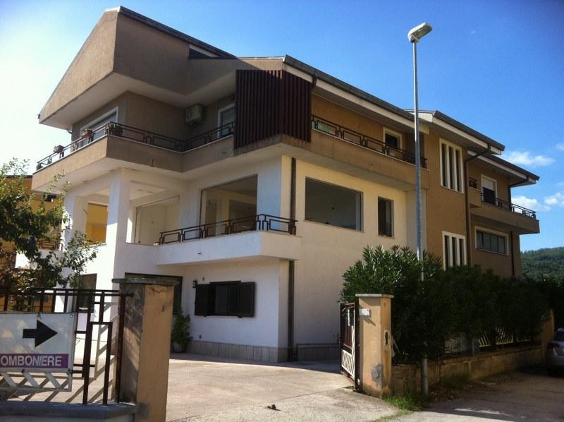 Appartamento in affitto a Castelliri, 7 locali, prezzo € 500 | CambioCasa.it