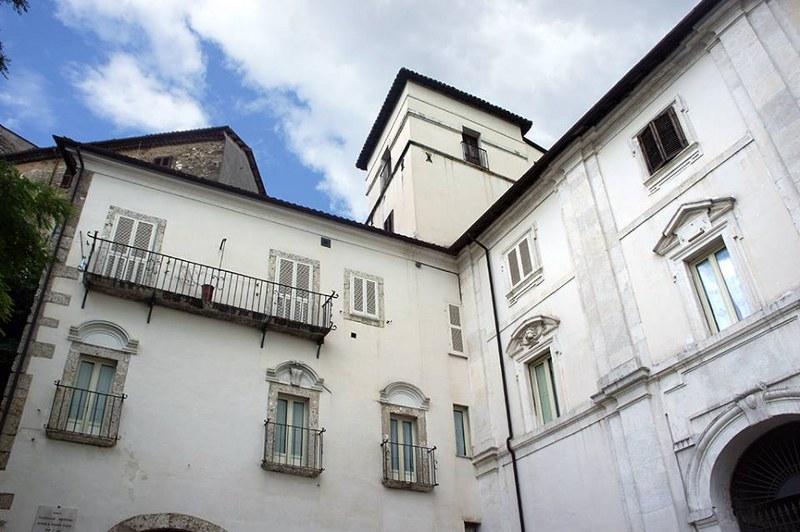 Appartamento in vendita a Arpino, 8 locali, prezzo € 248.000 | Cambio Casa.it