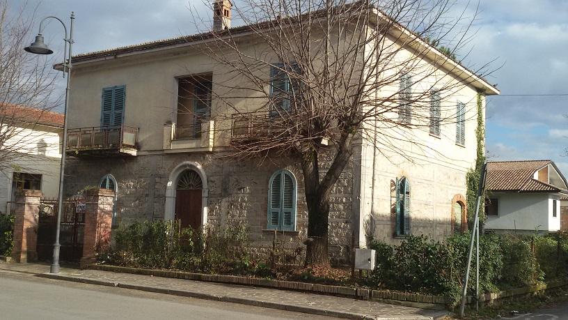Villa in vendita a Roccasecca, 10 locali, zona Località: Stazione, Trattative riservate | Cambio Casa.it
