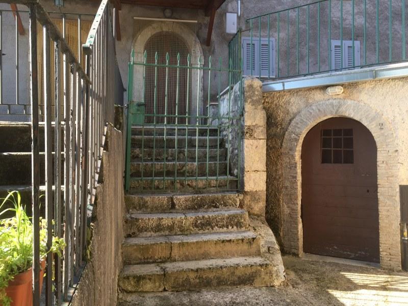 Soluzione Indipendente in vendita a Alvito, 6 locali, zona Zona: Castello, prezzo € 65.000 | Cambio Casa.it
