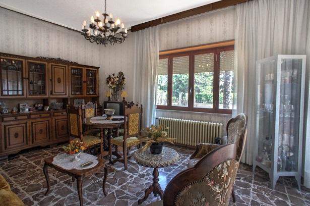 Appartamento in vendita a Isola del Liri, 8 locali, prezzo € 150.000 | Cambio Casa.it