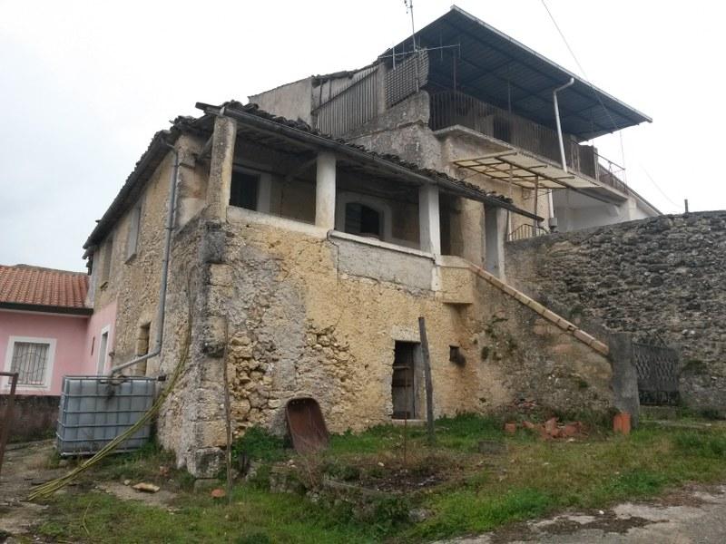 Villa in vendita a Arpino, 20 locali, prezzo € 90.000 | CambioCasa.it