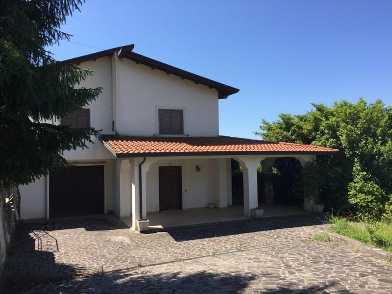 Villa in vendita a Broccostella, 11 locali, prezzo € 270.000 | CambioCasa.it