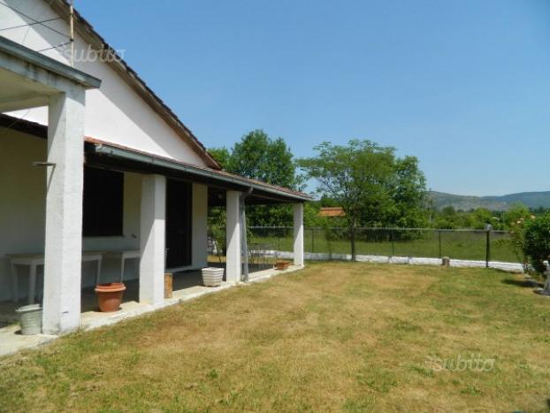 Villa Bifamiliare in vendita a Colfelice, 5 locali, prezzo € 55.000 | Cambio Casa.it