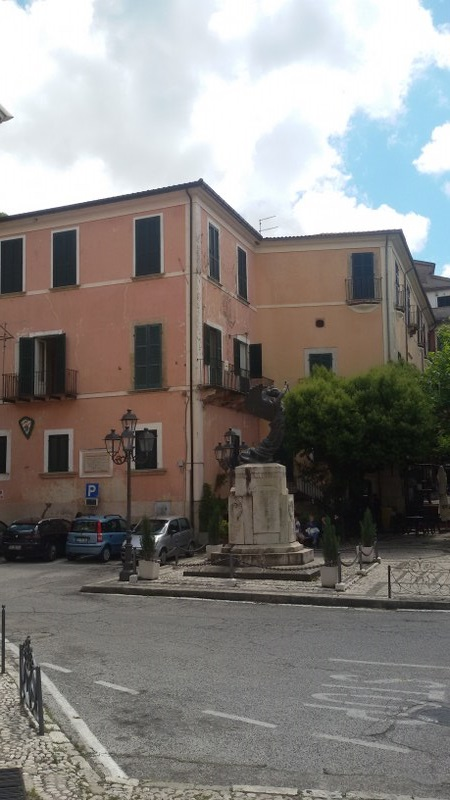 Appartamento in vendita a San Donato Val di Comino, 8 locali, prezzo € 96.000 | CambioCasa.it