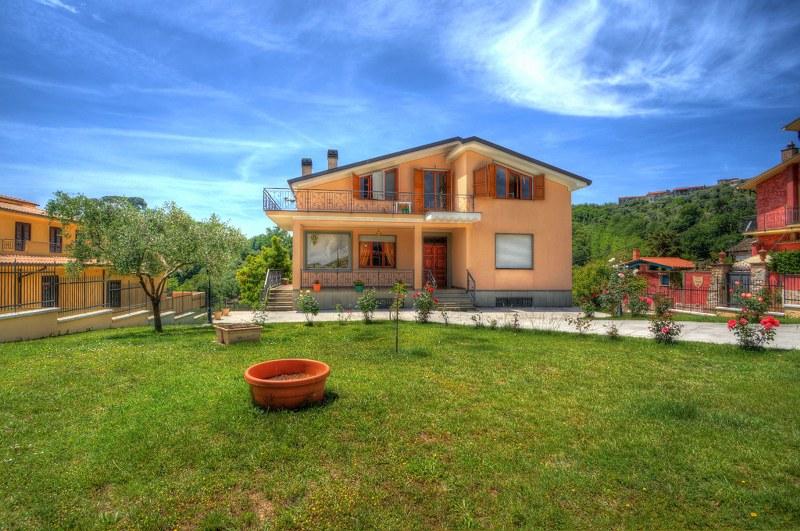 Villa in vendita a Monte San Giovanni Campano, 17 locali, zona Zona: Colli, Trattative riservate | Cambio Casa.it