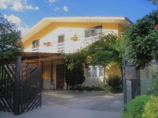 Villa in vendita a Sant'Elia Fiumerapido, 13 locali, prezzo € 310.000 | CambioCasa.it