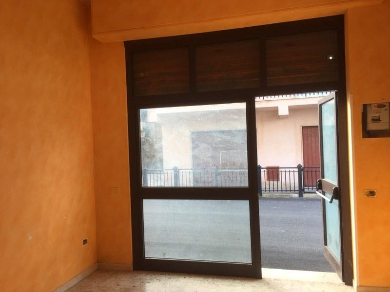 Negozio / Locale in affitto a Castelliri, 9999 locali, prezzo € 600 | Cambio Casa.it