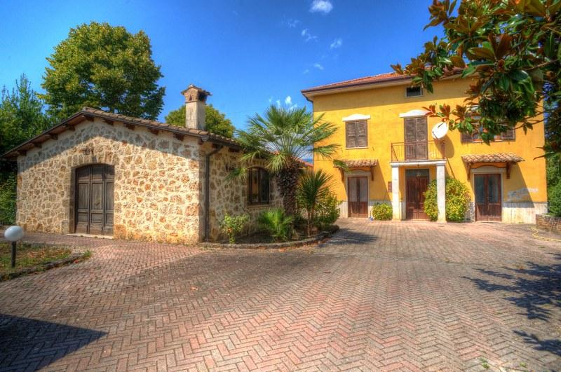Rustico / Casale in vendita a Arpino, 15 locali, prezzo € 280.000 | Cambio Casa.it