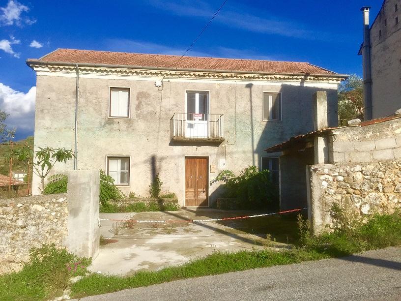 Rustico / Casale in vendita a Arpino, 8 locali, prezzo € 79.000 | Cambio Casa.it