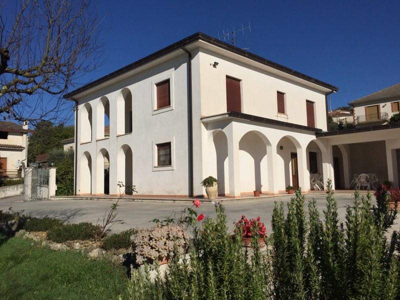 Soluzione Indipendente in vendita a Vicalvi, 14 locali, prezzo € 350.000 | Cambio Casa.it