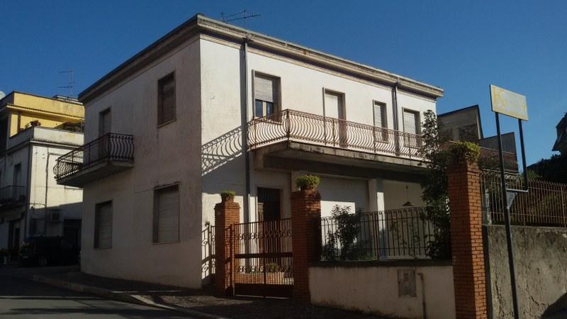 Soluzione Indipendente in vendita a Pontecorvo, 15 locali, Trattative riservate | CambioCasa.it