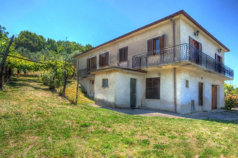 Soluzione Indipendente in vendita a Arpino, 15 locali, Trattative riservate | Cambio Casa.it
