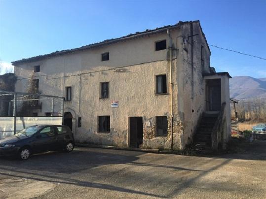 Rustico / Casale in vendita a Sora, 10 locali, prezzo € 68.000 | CambioCasa.it