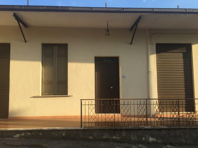 Soluzione Indipendente in vendita a Veroli, 8 locali, prezzo € 85.000 | CambioCasa.it