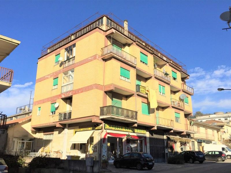 Appartamento in vendita a Atina, 8 locali, prezzo € 148.000 | CambioCasa.it