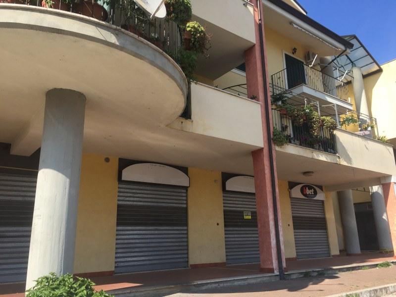 Negozio / Locale in affitto a Sora, 9999 locali, prezzo € 850 | CambioCasa.it