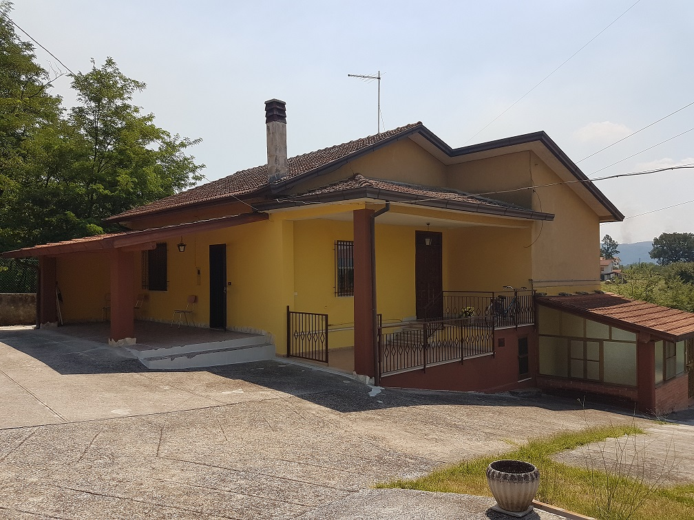 Soluzione Indipendente in vendita a Ceprano, 9 locali, prezzo € 153.000 | CambioCasa.it