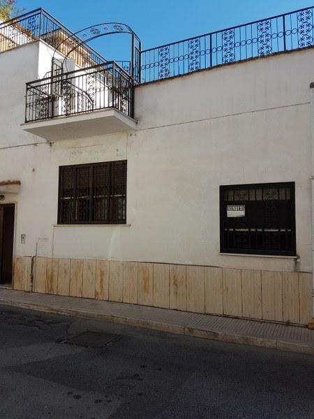 Soluzione Indipendente in vendita a Terracina, 6 locali, prezzo € 240.000 | CambioCasa.it