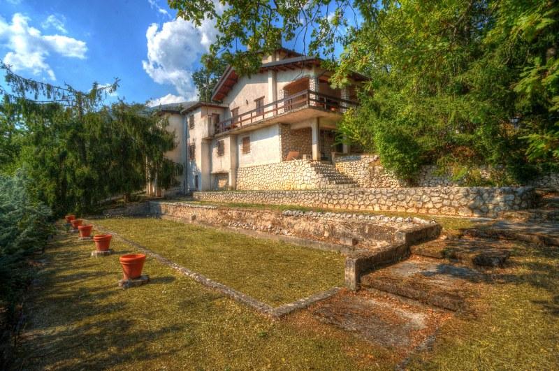 Villa in vendita a Campoli Appennino, 15 locali, Trattative riservate | CambioCasa.it