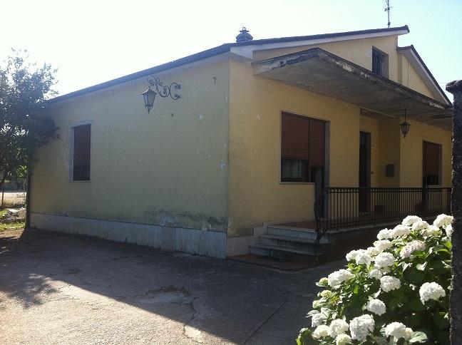Soluzione Indipendente in vendita a Isola del Liri, 6 locali, prezzo € 115.000   CambioCasa.it