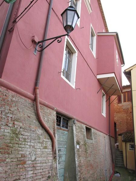 Villa in vendita a Palaia, 10 locali, zona Zona: Montefoscoli, prezzo € 160.000 | CambioCasa.it