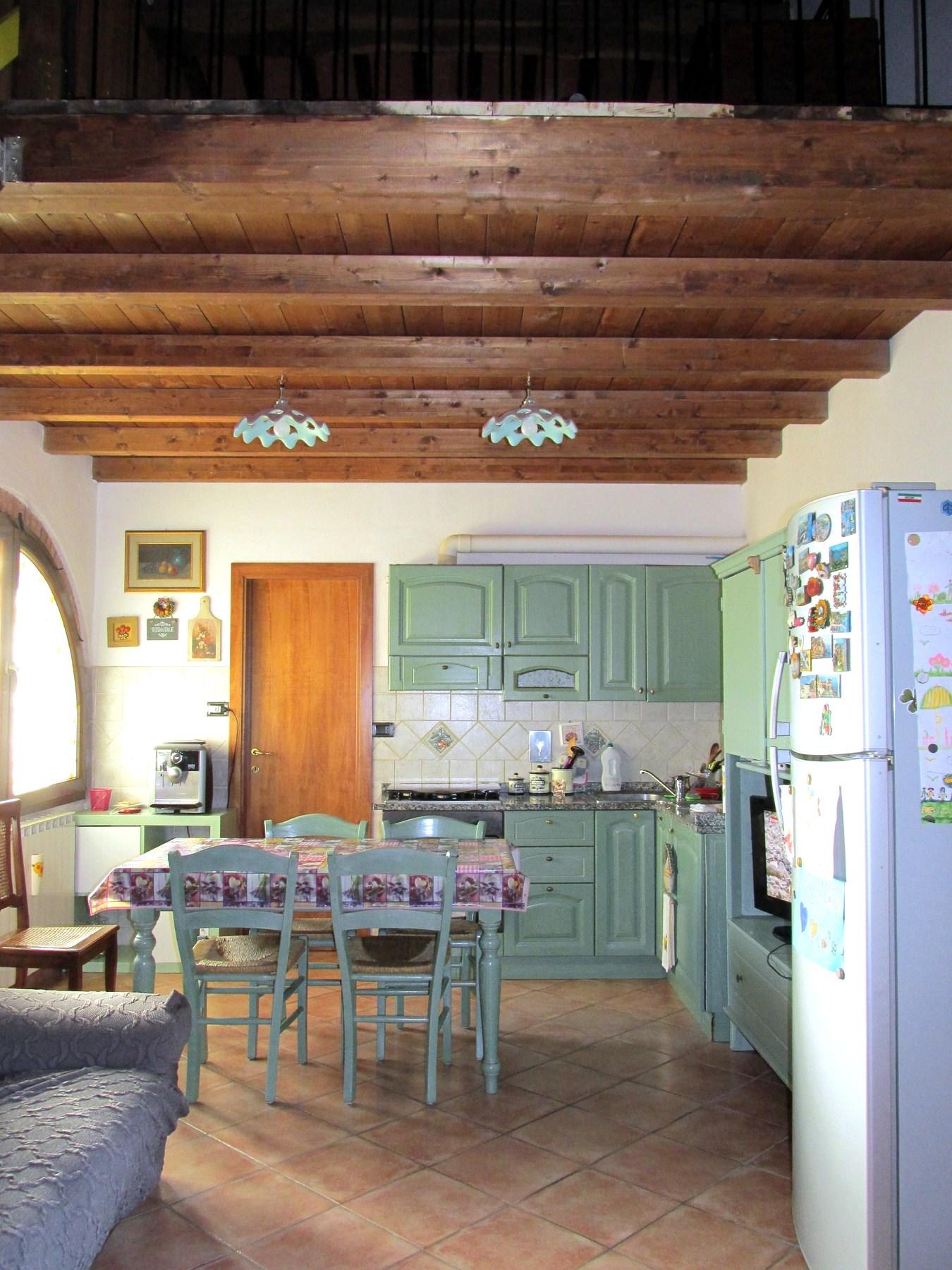 Appartamento in vendita a Santa Maria a Monte, 7 locali, zona Località: Montecalvoliinbasso, prezzo € 160.000 | Cambio Casa.it