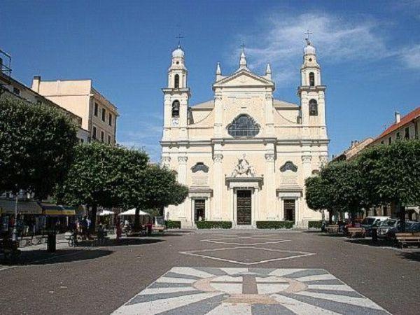 Bilocale Pietra Ligure Viale Della Repubblica 4