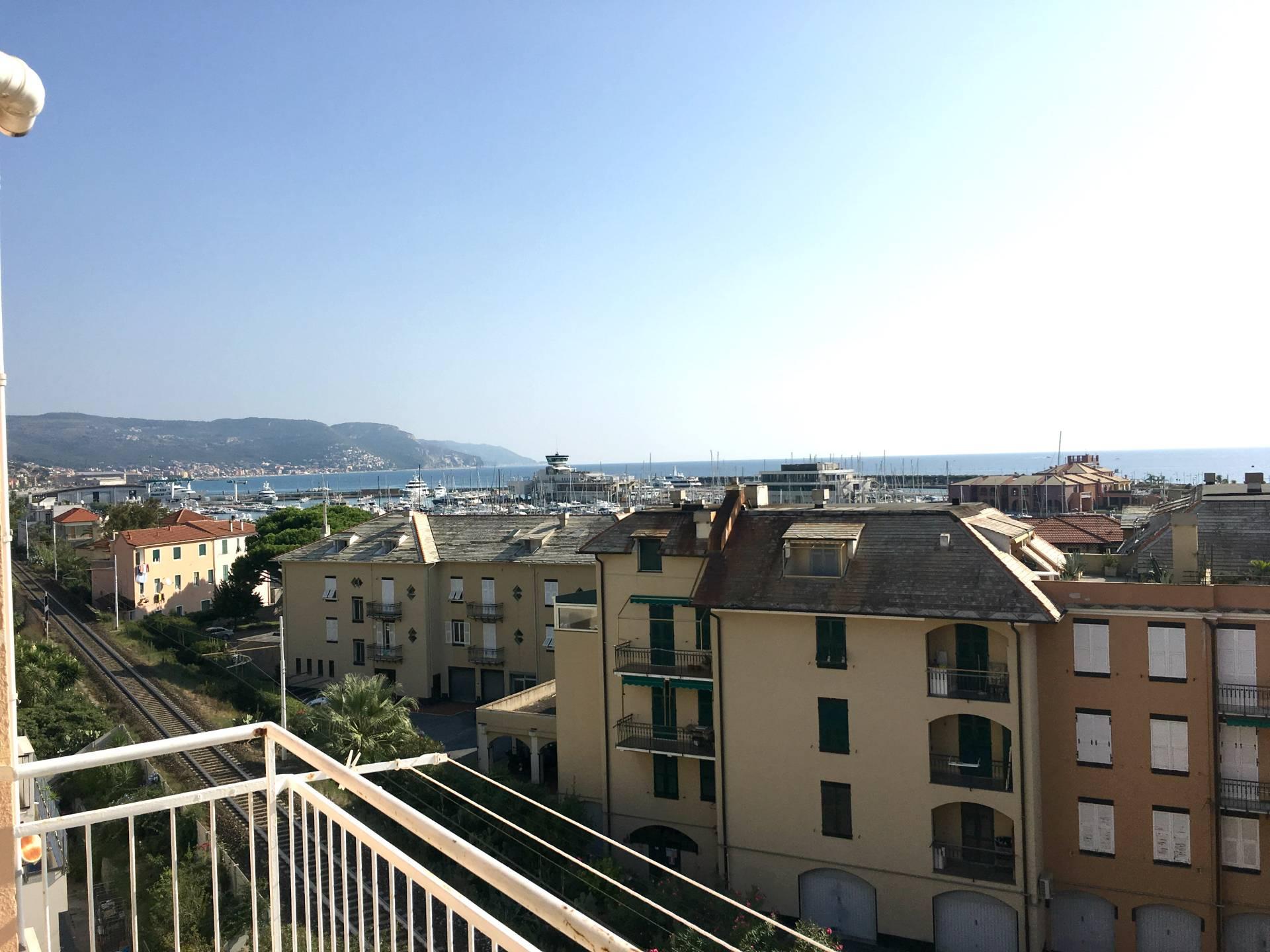 Appartamento in vendita a Loano, 3 locali, zona Località: Porto, prezzo € 380.000 | CambioCasa.it