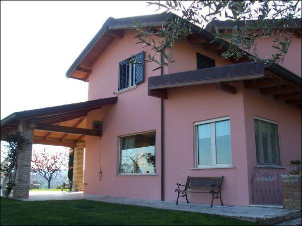 Villa in vendita a Ascoli Piceno, 8 locali, zona Località: Cavignano, Trattative riservate | Cambio Casa.it