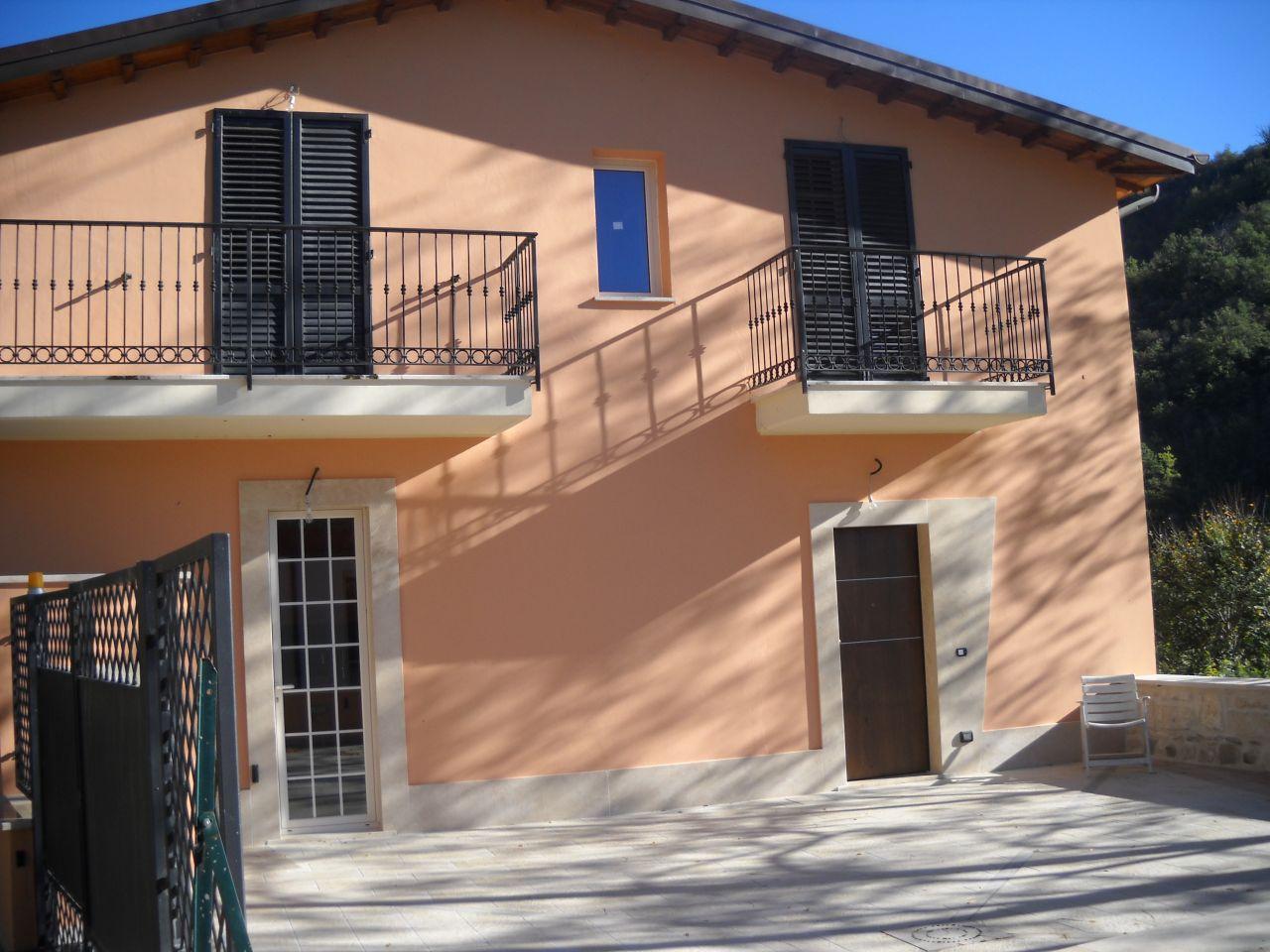 Villa Bifamiliare in vendita a Ascoli Piceno, 5 locali, zona Zona: Colonnata, prezzo € 200.000 | Cambio Casa.it