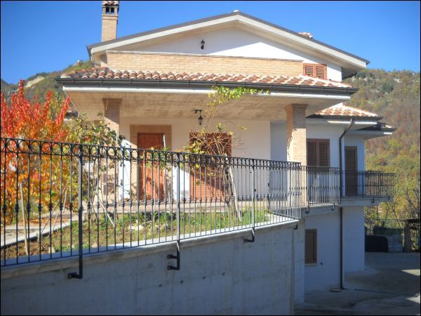 Villa in vendita a Acquasanta Terme, 9999 locali, zona Località: zonacollinare, prezzo € 330.000 | CambioCasa.it