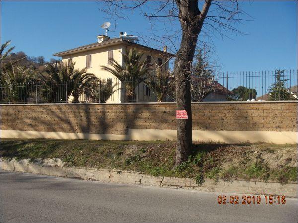 Villa in vendita a Ascoli Piceno, 9999 locali, Trattative riservate | Cambio Casa.it