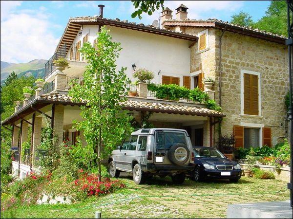 Villa in vendita a Montemonaco, 11 locali, prezzo € 550.000 | CambioCasa.it