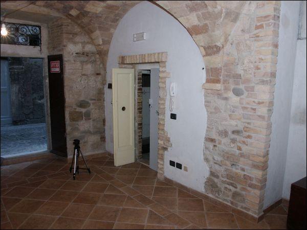 Laboratorio in vendita a Ascoli Piceno, 9999 locali, zona Località: CentroStorico, prezzo € 55.000 | Cambio Casa.it