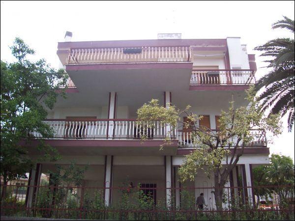Villa in vendita a San Benedetto del Tronto, 10 locali, zona Località: zonaS.Lucia, Trattative riservate | Cambio Casa.it