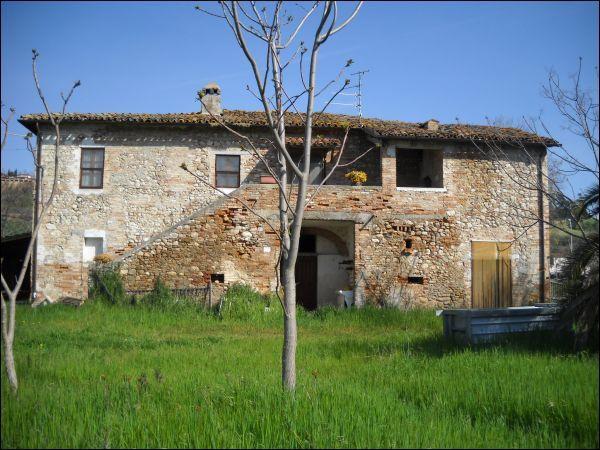 Rustico / Casale in vendita a Ascoli Piceno, 9999 locali, zona Zona: Campolungo, prezzo € 225.000 | CambioCasa.it