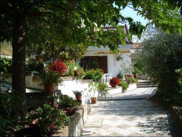 Villa in vendita a Ascoli Piceno, 8 locali, zona Località: Monterocco, prezzo € 700.000 | Cambio Casa.it