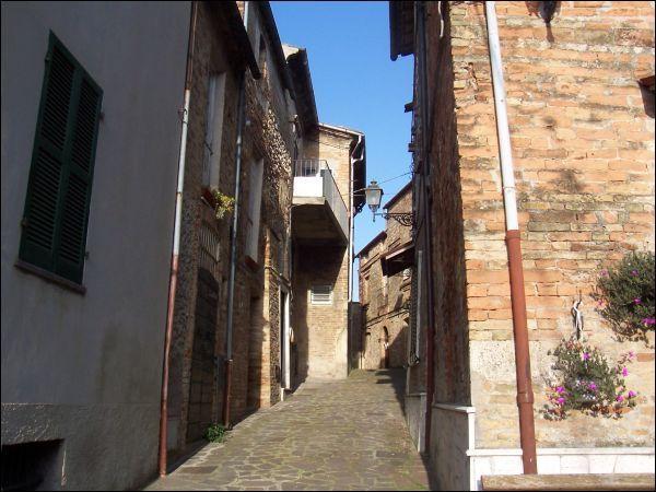 Soluzione Indipendente in vendita a Sant'Omero, 9999 locali, prezzo € 255.000 | Cambio Casa.it