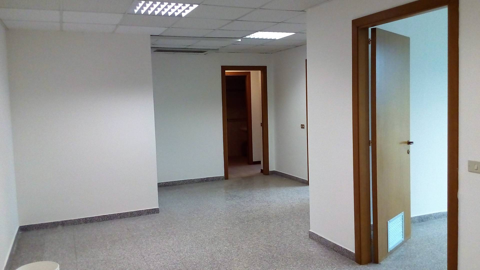 Ufficio / Studio in affitto a Ascoli Piceno, 9999 locali, zona Località: P.taMaggiore, prezzo € 500 | Cambio Casa.it