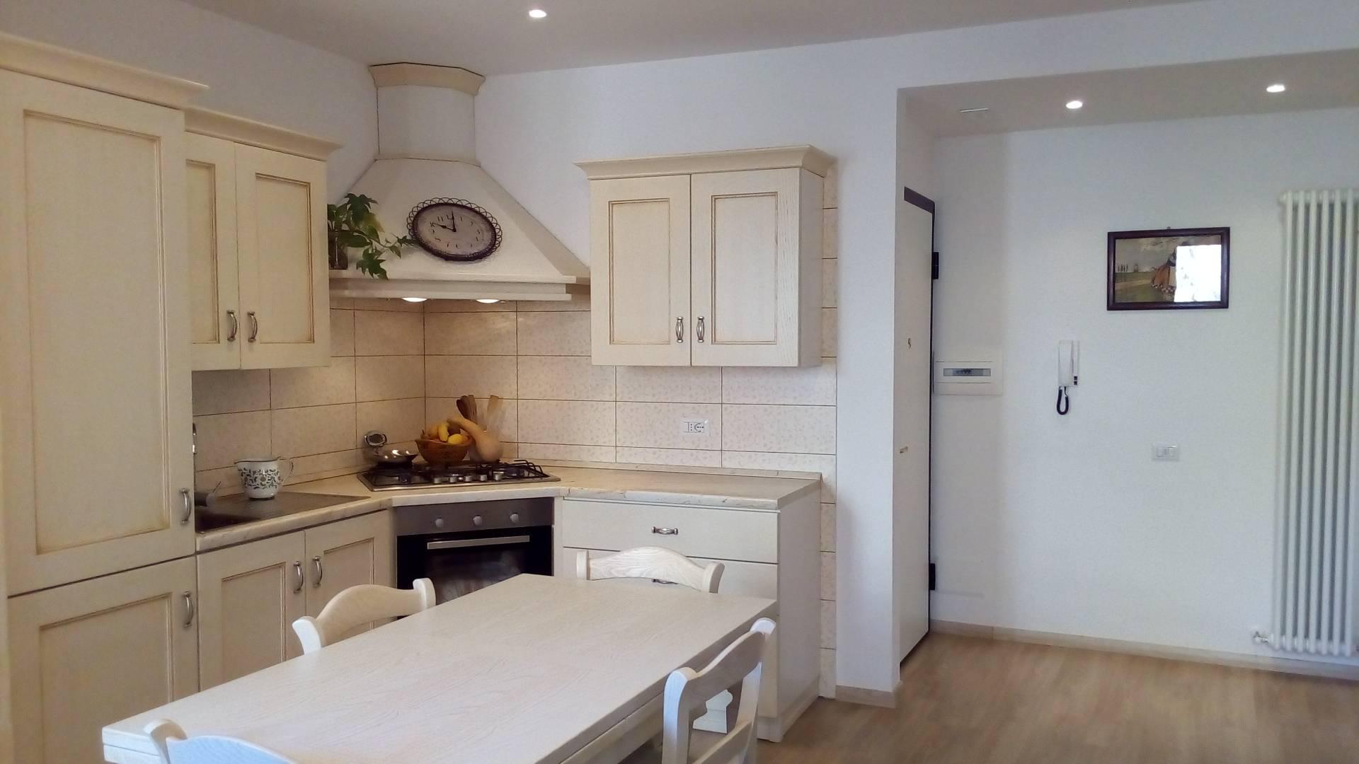 Appartamento in affitto a Ascoli Piceno, 5 locali, zona Località: CentroStorico, prezzo € 500 | CambioCasa.it