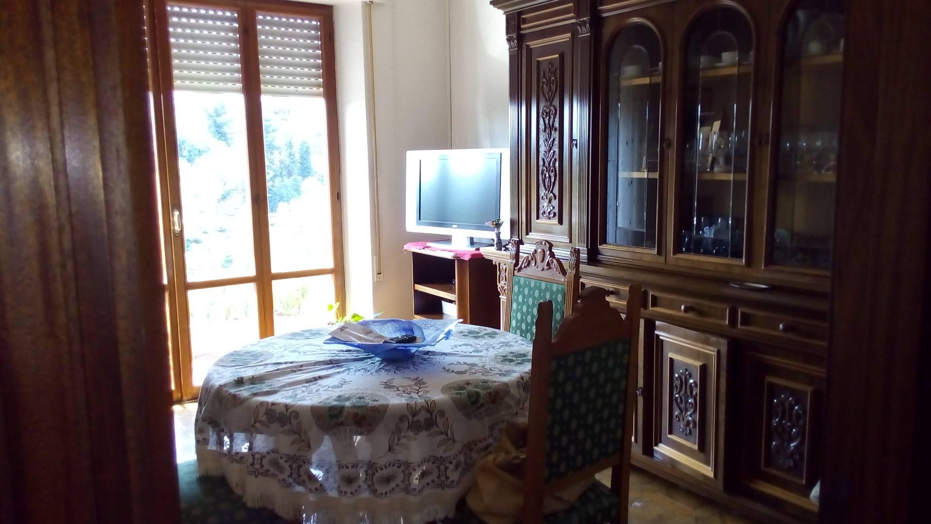 Appartamento in vendita a Ascoli Piceno, 6 locali, zona Località: CampoParignano, prezzo € 135.000 | Cambio Casa.it