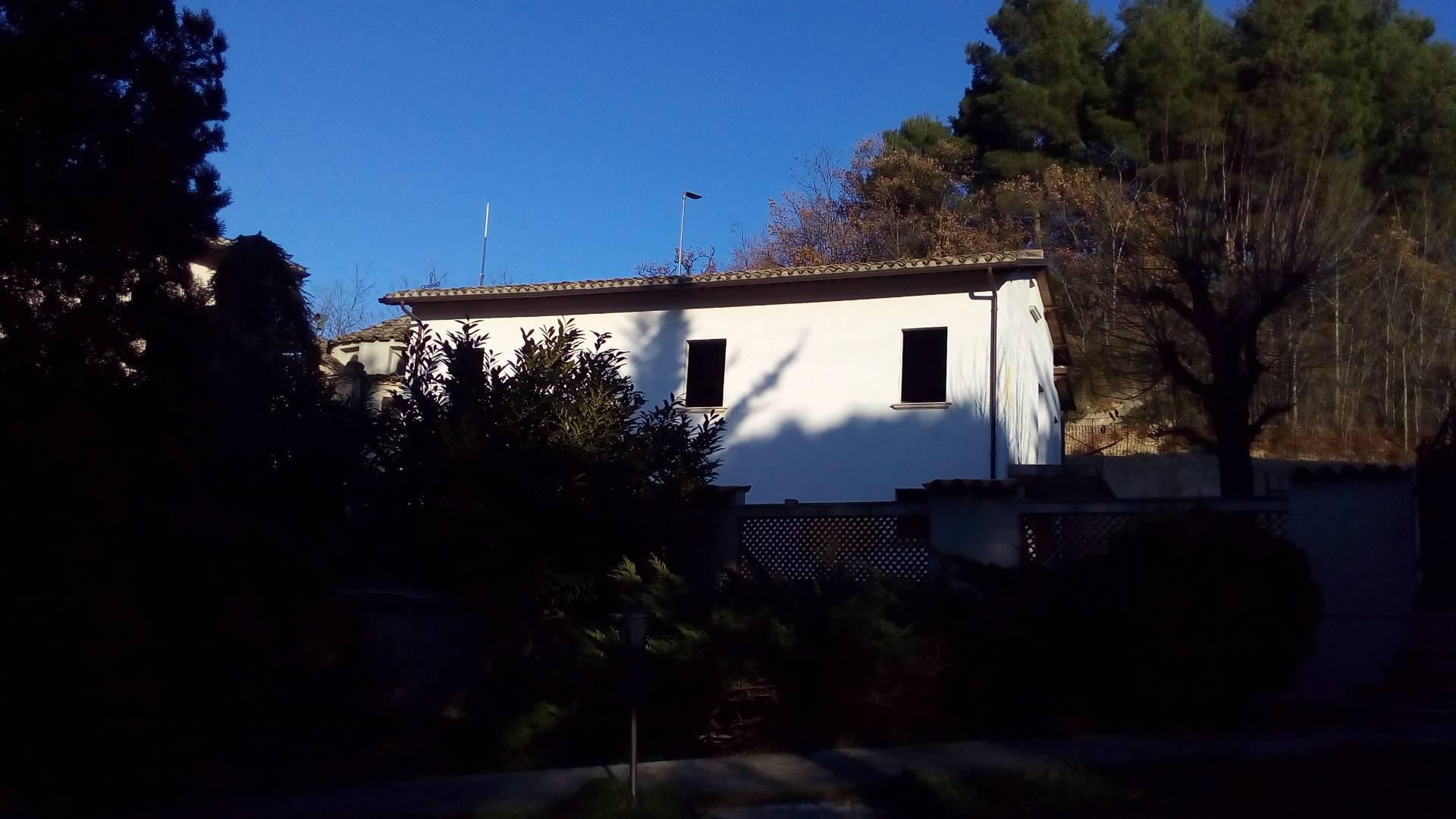 Soluzione Indipendente in vendita a Ascoli Piceno, 7 locali, zona Località: MonticelliAlto, prezzo € 185.000 | Cambio Casa.it