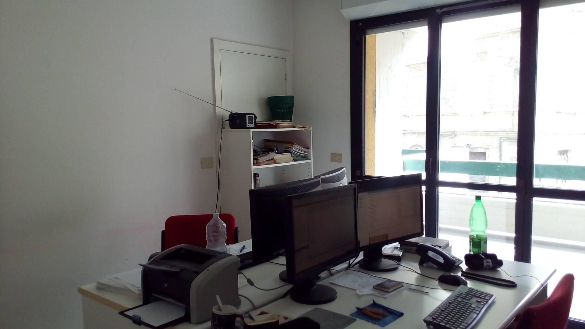 Ufficio / Studio in affitto a Ascoli Piceno, 9999 locali, zona Zona: Caldaie, prezzo € 450 | CambioCasa.it