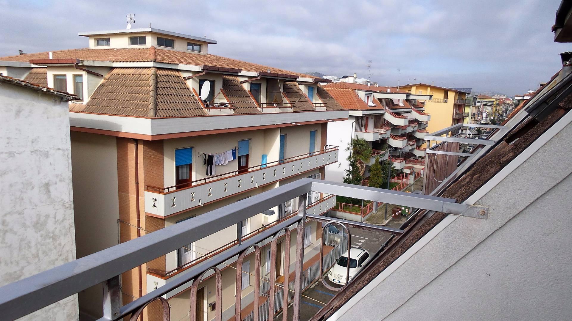 Attico / Mansarda in affitto a San Benedetto del Tronto, 4 locali, zona Località: PortodAscoli, prezzo € 400 | Cambio Casa.it