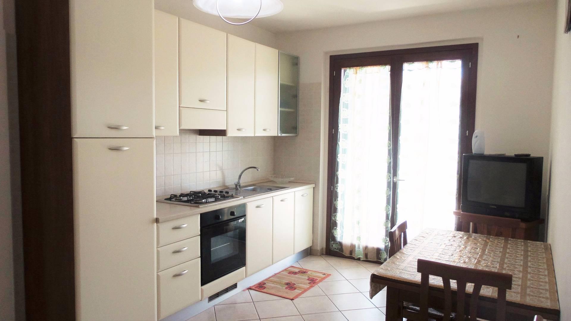 Appartamento in affitto a Alba Adriatica, 3 locali, zona Località: VillaFiore, prezzo € 450 | Cambio Casa.it