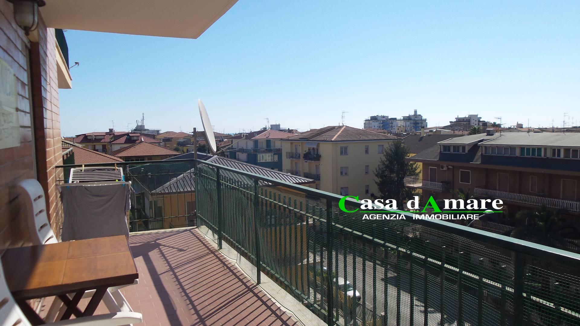 Appartamento in vendita a San Benedetto del Tronto, 4 locali, zona Località: PortodAscoli, prezzo € 200.000 | Cambio Casa.it