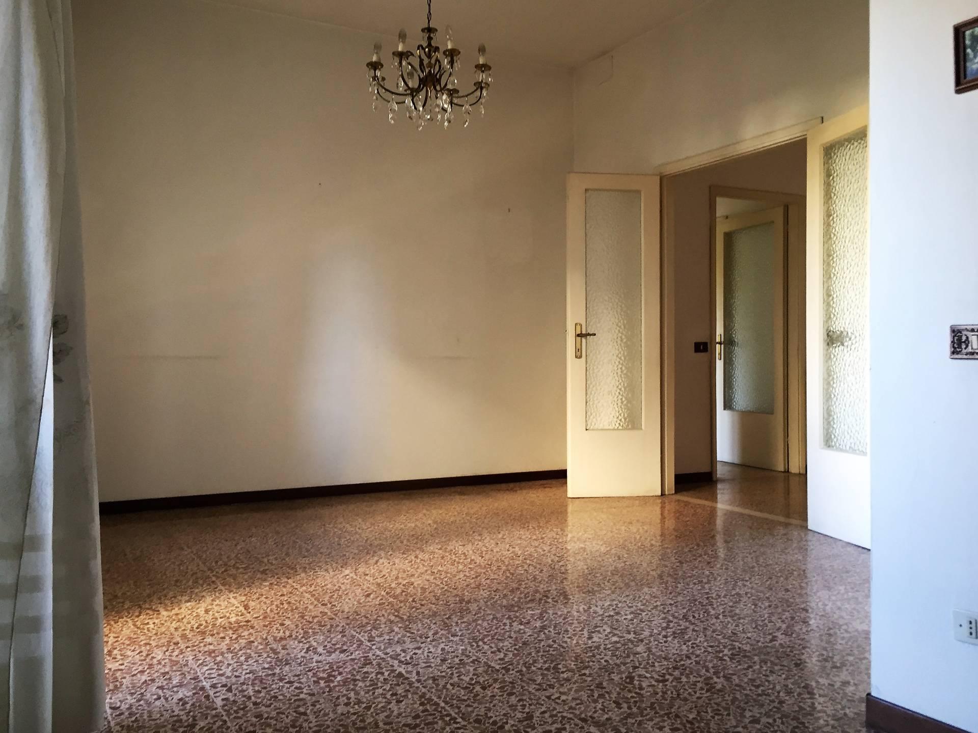 Appartamento in vendita a Lucca, 4 locali, zona Località: SanConcordioContrada, prezzo € 140.000 | Cambio Casa.it