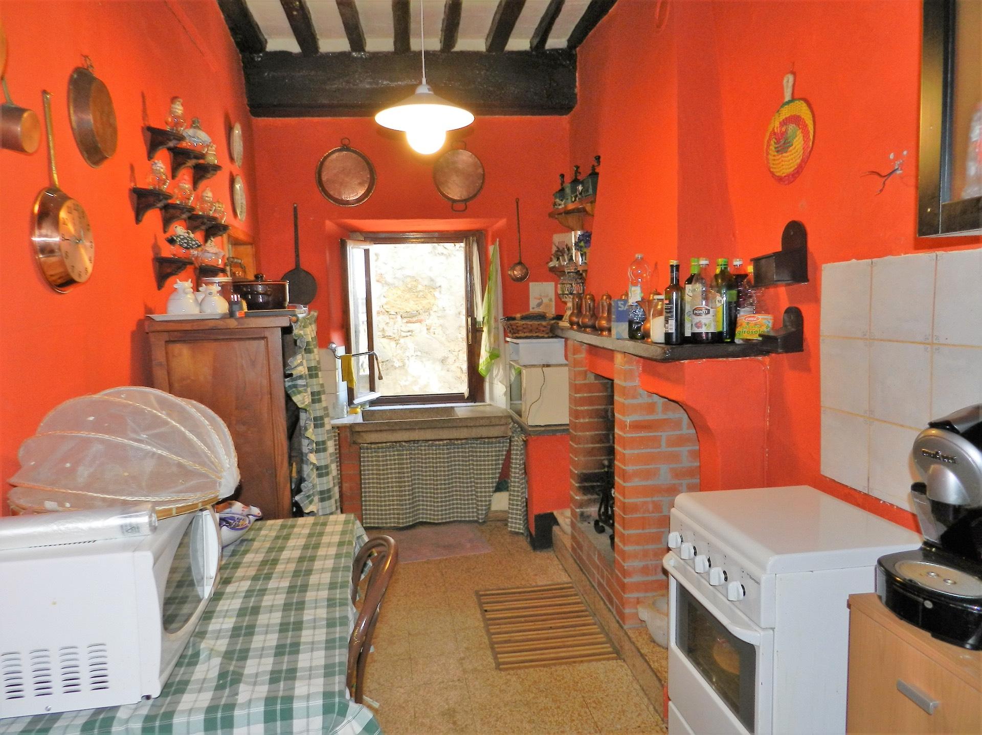 Rustico / Casale in vendita a Pescaglia, 4 locali, prezzo € 30.000 | CambioCasa.it